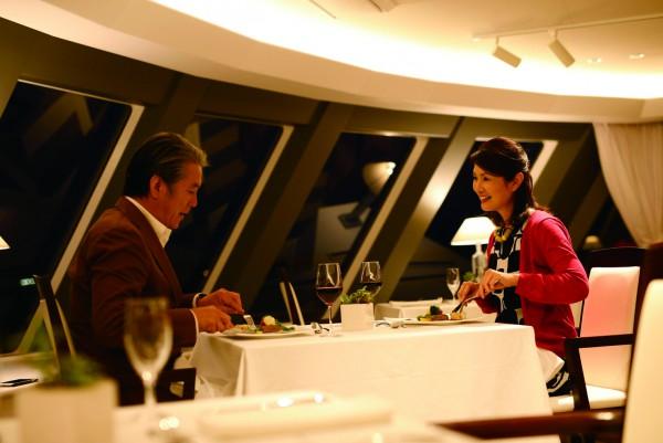 新生『マリエラ』で至福のディナーと船上からの夜景を堪能。