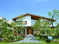 温もりのある木の家が自然を身近に感じさせ、五感を刺激する。