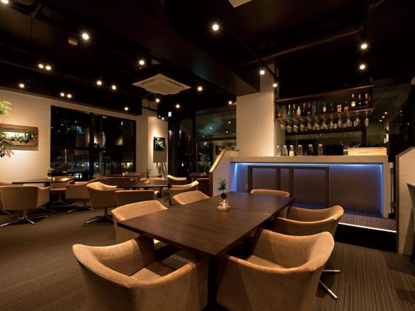 上質な創作料理とお酒を気兼ねなく愉しむ、大人の社交場