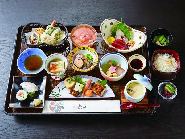 「泉仙」の精進料理の仕出し一例。