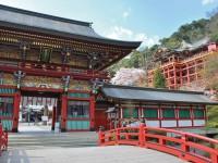 年間300万人が訪れる祐徳稲荷神社