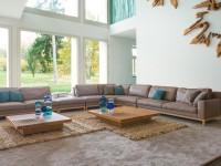 木の佇まいから滲む穏やかな美しさ、日本発のモダン家具。