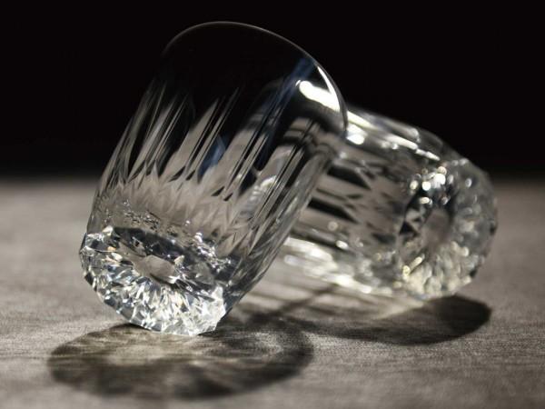 ガラスのように美しい割れないグラス。