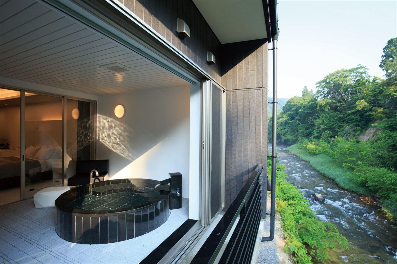 古の名湯を100%かけ流しで 名館「藤三旅館」の新たなる宿