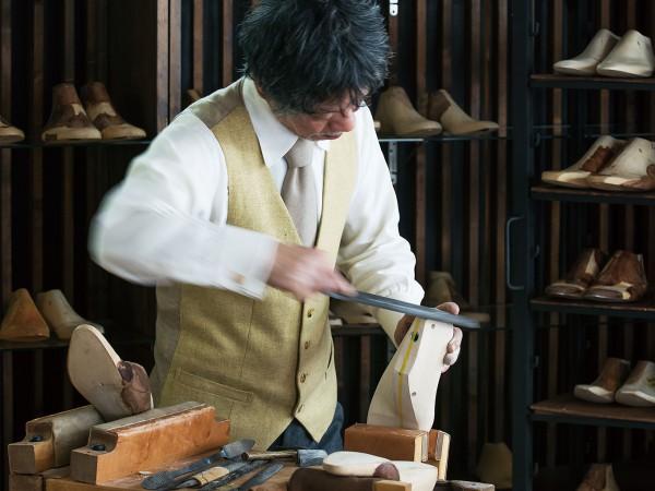 左右別々に徹底採寸、「ギルド」靴職人のこだわり